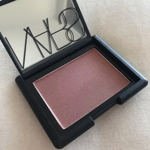 Nars blush in color Oasis